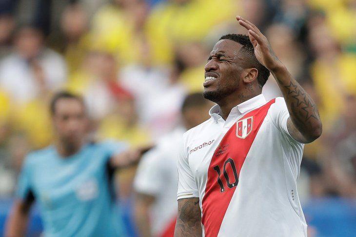 Farfán se pierde lo que resta de la Copa América.