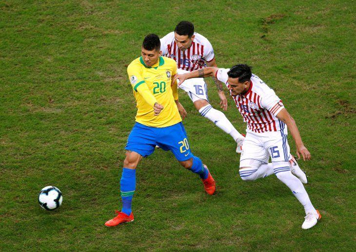 Paraguay y Brasil chocan en Porto Alegre.