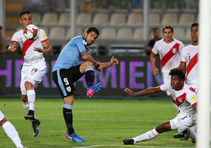 Uruguay y Perú chocan por un lugar en semifinales.