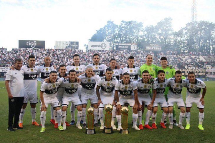 Fernando Cardozo (abajo derecha) jugará en Portugal.