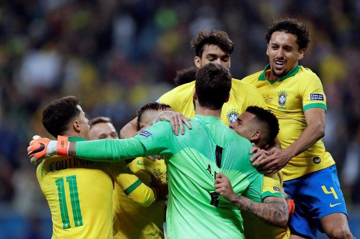 Según apuestas, ¿quién parte como favorita en el Brasil - Argentina?