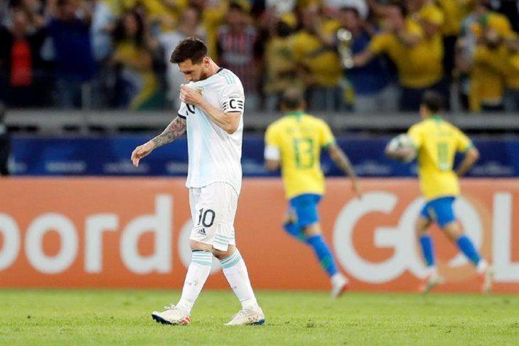 Messi reacciona durante el partido contra Brasil.