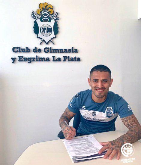 Víctor Ayala firmó nuevo contrato con Gimnasia.