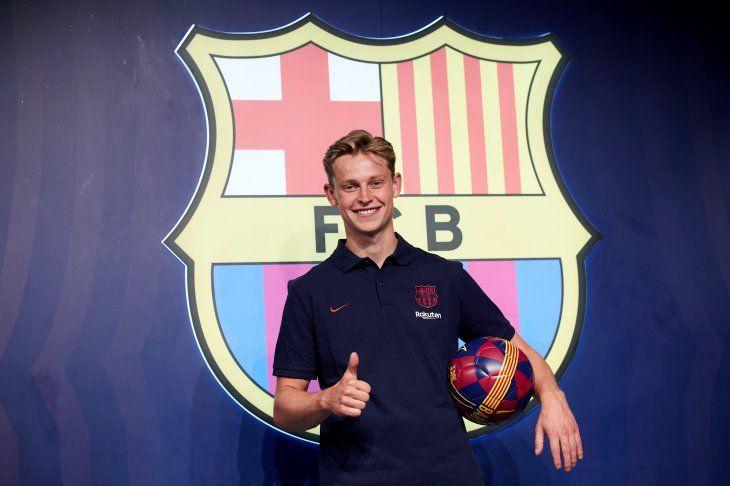 De Jong fue presentado en el Barcelona.