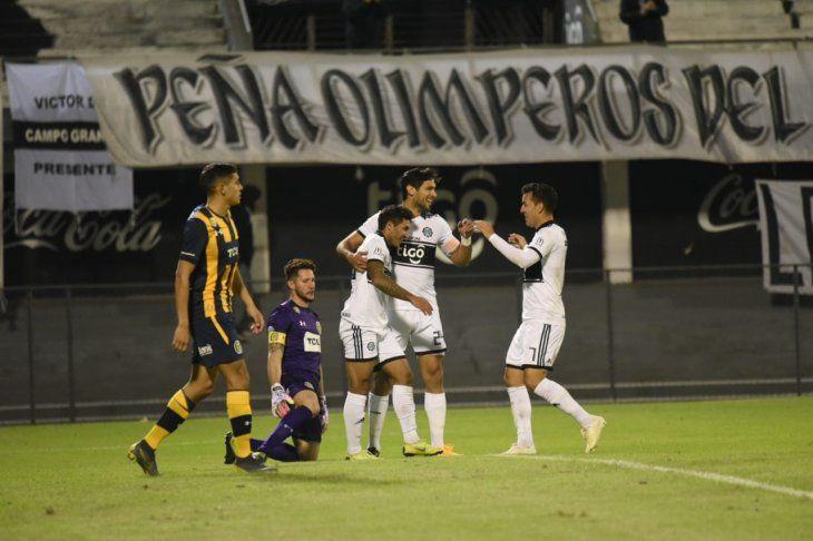 Jugadores del Olimpia celebran el gol marcado ante Central.