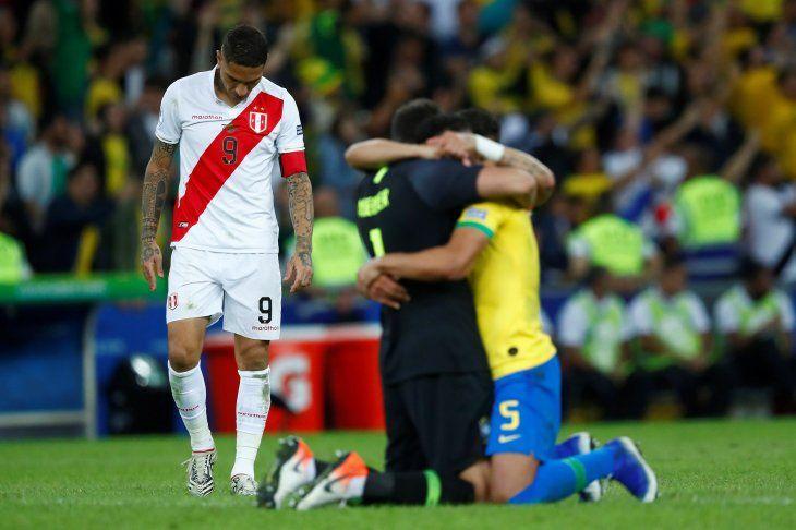 Guerrero hizo historia con su gol ante Brasil.