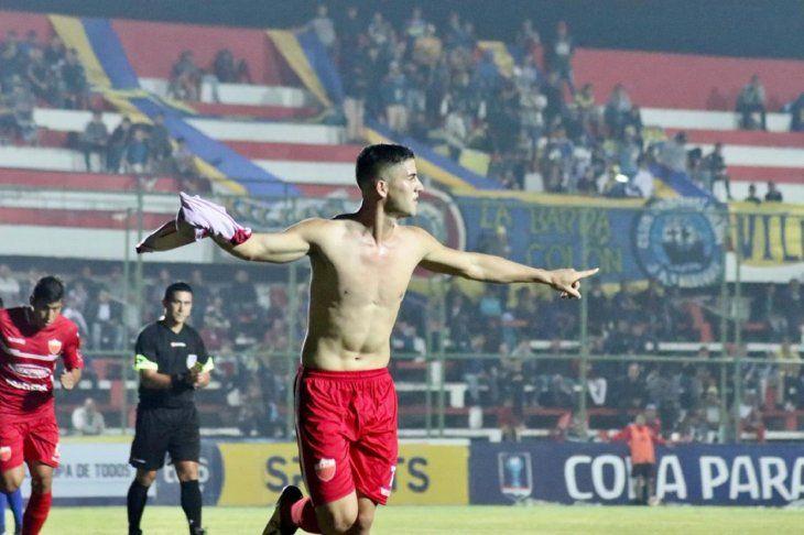 Morales celebra su segundo gol.