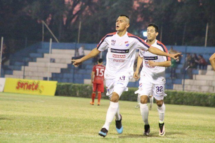 Lucas González celebra uno de sus goles.