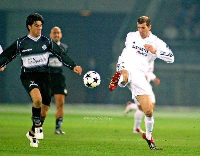 Julio César Cáceres (Olimpia) y Zinedine Zidane (Real Madrid)