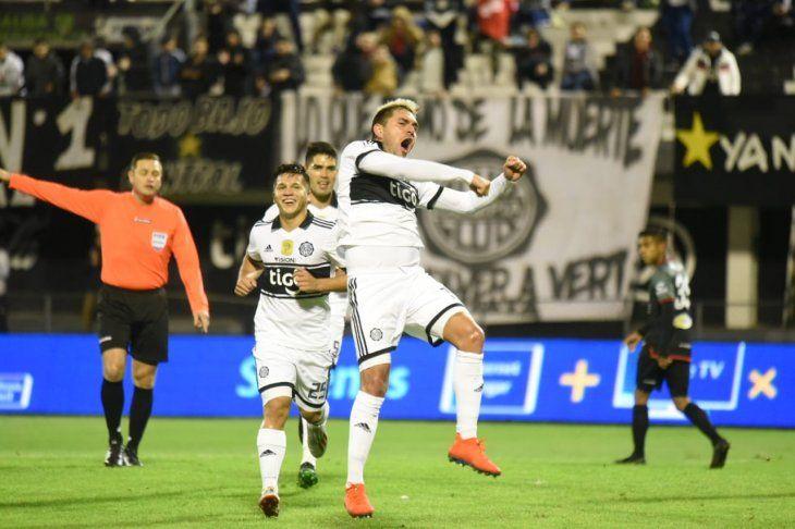 Jorge Ortega celebra su golazo ante River Plate.