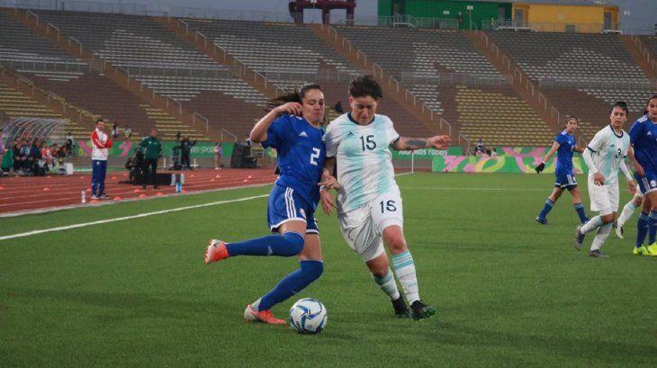 La Albirroja femenina no pudo y cayó ante Argentina.