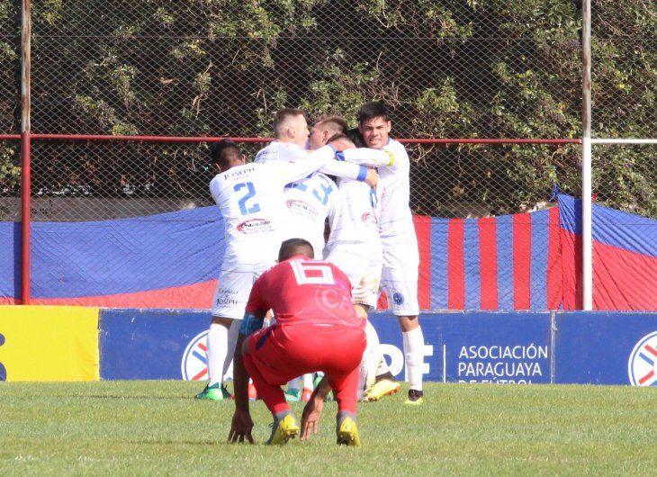 Sol de América de Pastoreo venció por penales a Atlético Juventud de Loma Pyta.