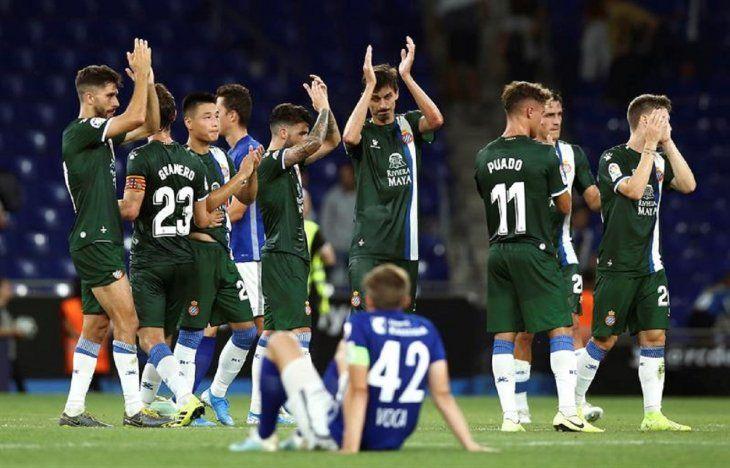 Jugadores del Espanyol celebran la clasificación.