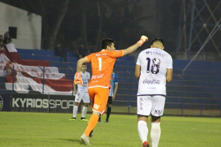 Víctor Centurión celebra tras marcar de tiro libre.