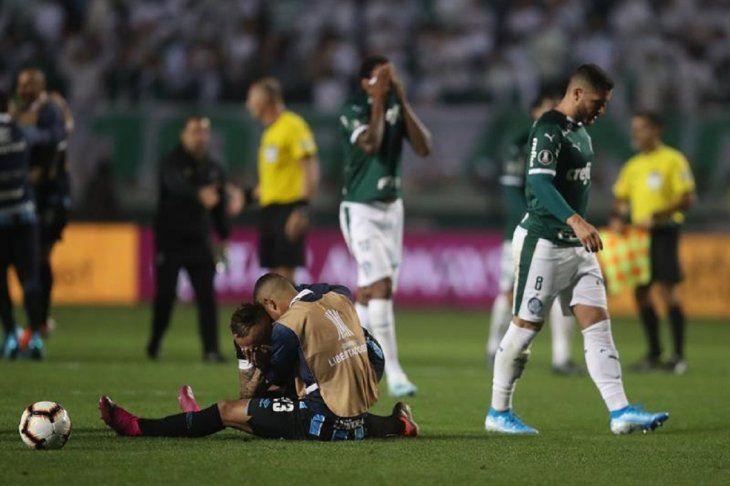 Jugadores de Gremio celebran la clasificación tras la eliminación de Palmeiras.