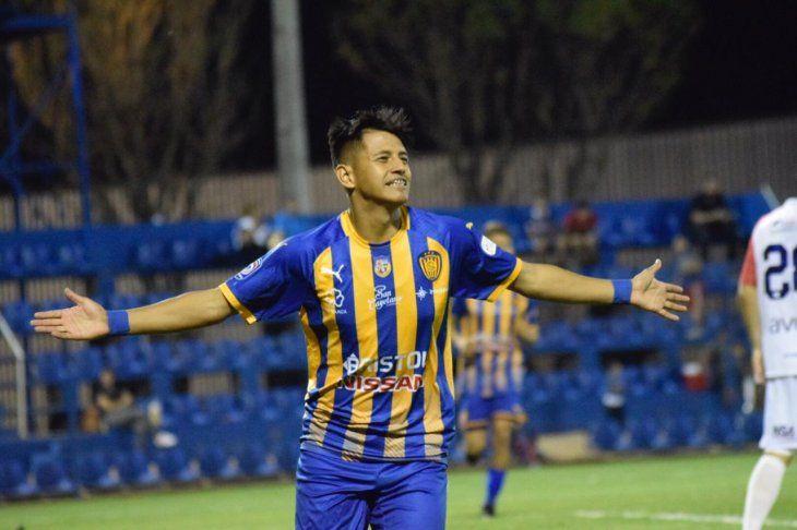 Luis Ibarra festeja su gol para Luqueño.