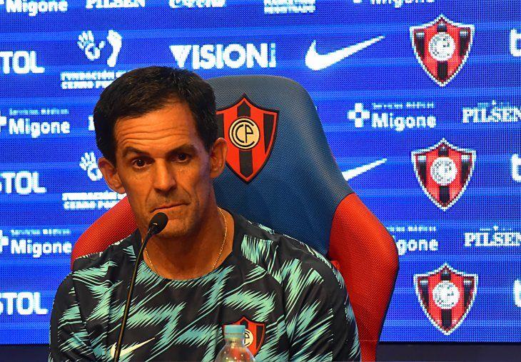 Víctor Bernay fue presentado como técnico de Cerro Porteño.