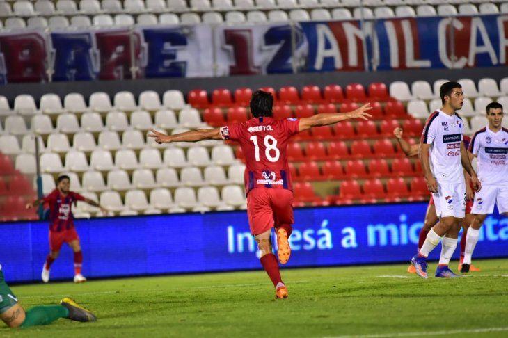 Nelson Haedo celebra el gol marcado ante Nacional.
