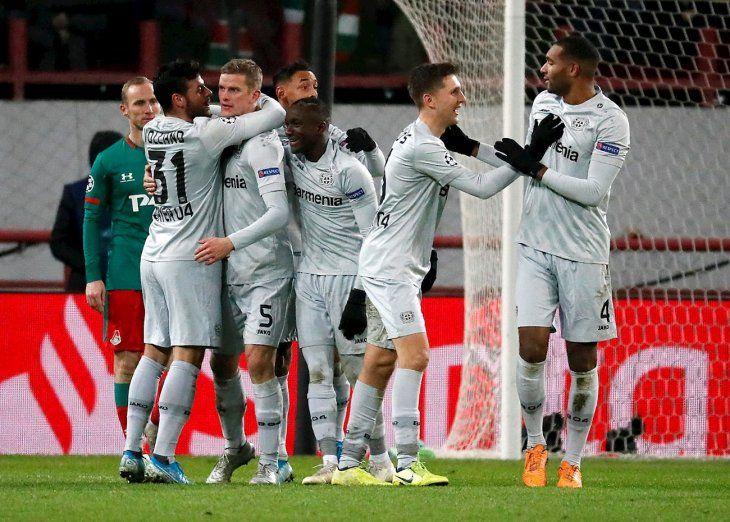 Jugadores del Bayer celebran el gol en la Champions League.