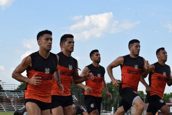 Jugadores de General Díaz durante un entrenamiento.