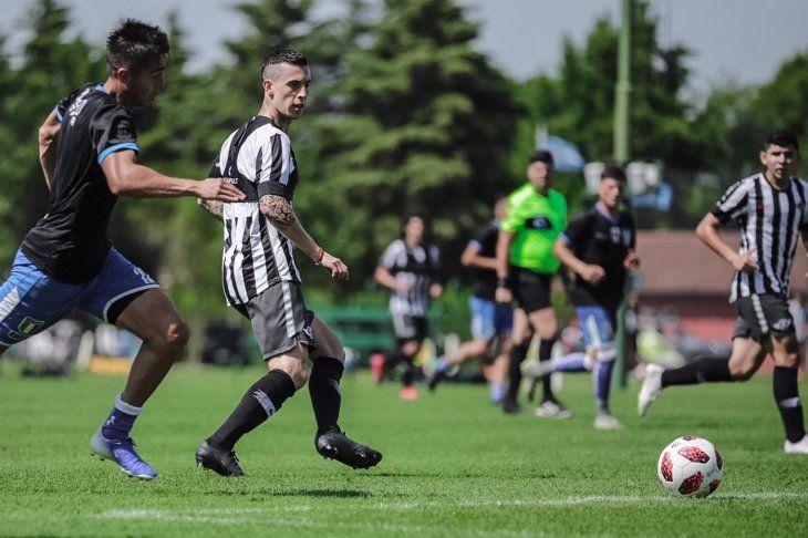 Nicolás Milesi tuvo sus primeros minutos como jugador gumarelo.
