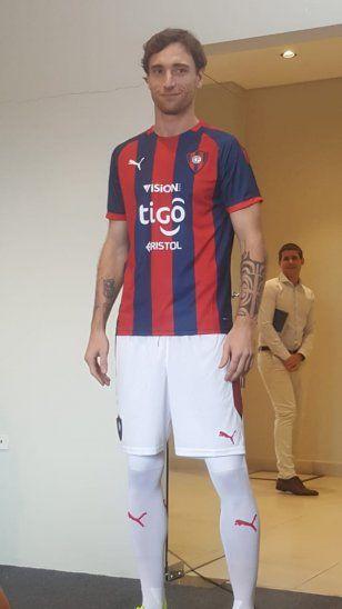 Fernando Amorebieta con la nueva casaca.