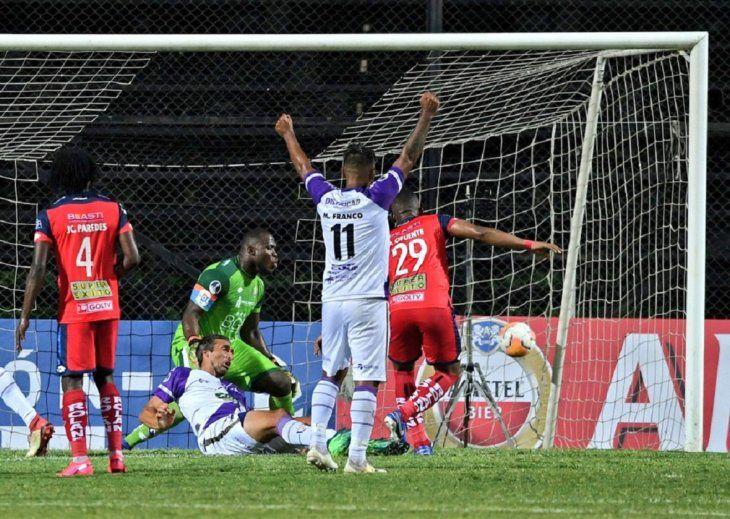 Fénix venció por la mínima a El Nacional.