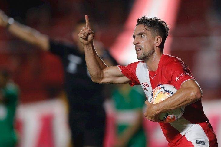 Gabriel Hauche celebra luego de anotar el 1-1 contra el Sport Huancayo.