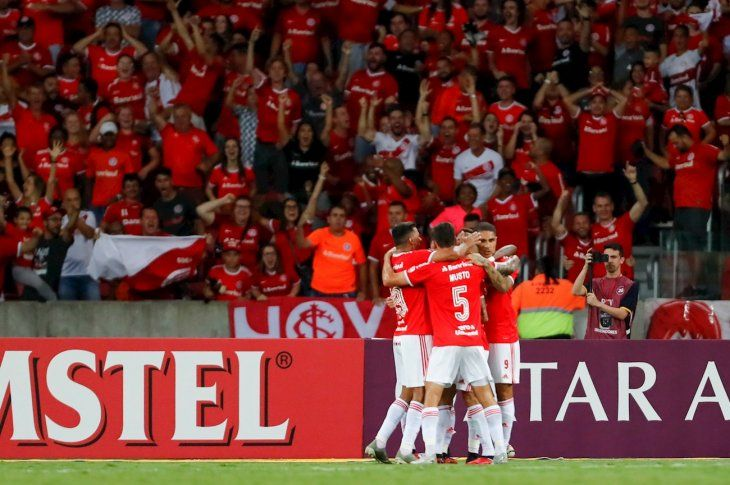 Jugadores del Inter celebran el gol ante Universidad de Chile.