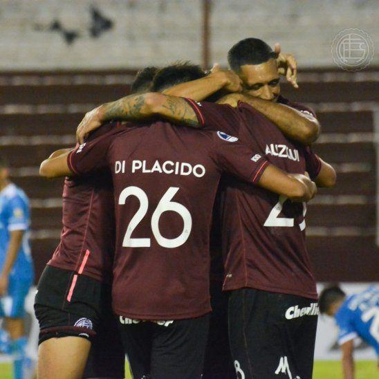 Lanús celebra un gran triunfo en la ida ante Católica de Ecuador.
