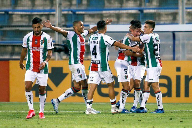 Jugadores de Palestino celebran el gol ante Cerro Largo.