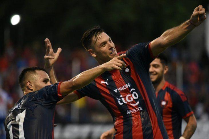 Diego Churín celebra un gol de Cerro Porteño.