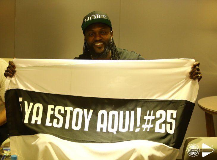Emmanuel Adebayor está camino a Paraguay