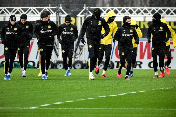 Borussia Dortmund niega que obligue a sus elementos a jugar y permite que sus futbolistas decidan hacerlo