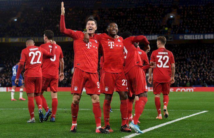Jugadores del Bayern celebran el gol marcado al Chelsea.