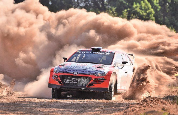 Imponente. Diego Domínguez con su Hyundai I20 R5 en un tramo de la carrera en Santaní.