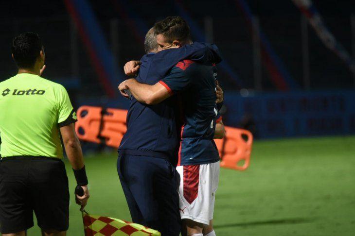 El entrenador azulgrana y un abrazo especial con Churín.