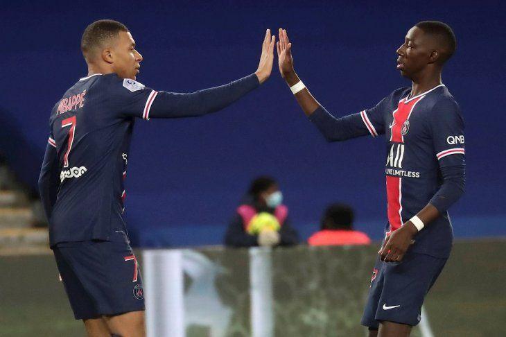 Mbappé aportó un doblete para el PSG.