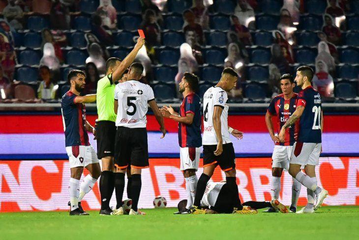 El árbitro David Ojeda expulsó a Federico Carrizo de Cerro Porteño.
