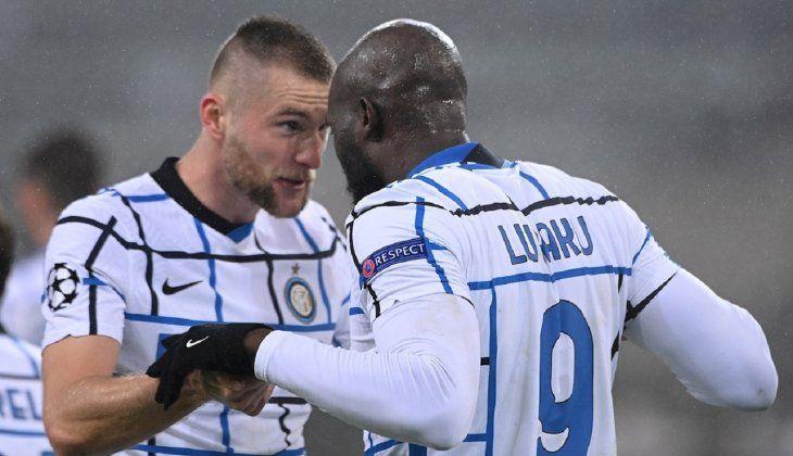 Jugadores del Inter celebran un gol del equipo.