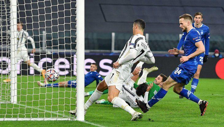 Cristiano Ronaldo anotó uno de los goles de Juventus.