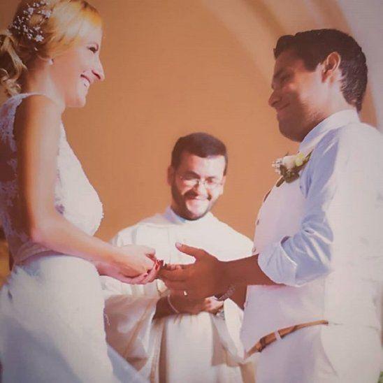 299f4e2f8  p La ceremonia religiosa del matrimonio de Gisella y Juan Carlos fue  celebrada por