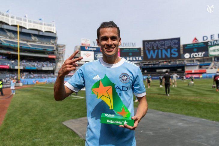 Jesús Medina celebra por duplicado en la MLS.