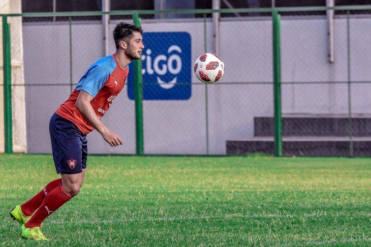 Rodrigo Delvalle durante una práctica de Cerro Porteño.