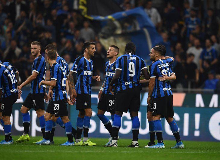 El Inter ganó y lidera en Italia.