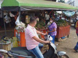 Los vendedores de remedios yuyos para el tradicional tereré de nuevo  pudieron contactar con sus antiguos clientes, al igual que vendedores de  otros productos.