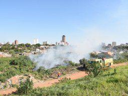 Los vecinos llamaron a bomberos voluntarios de la Policía  Nacional y de la Compañía de Trinidad porque hay precarias viviendas  alrededor de donde se inició el fuego.