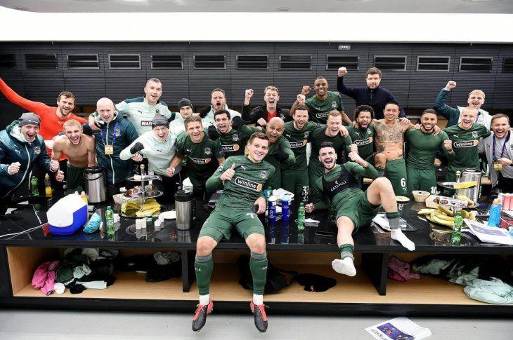Los jugadores del Krasnodar en el vestuario celebrando el triunfo.