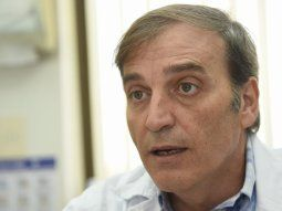 El Dr. Tomás Mateo Balmelli, infectólogo.
