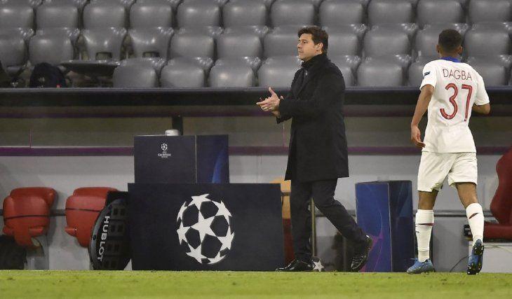 Mauricio Pochettino alienta a sus jugadores.